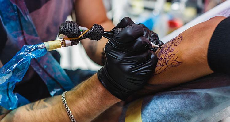 Как подготовиться к созданию менее болезненной татуировки: что нужно делать, а чего нельзя?
