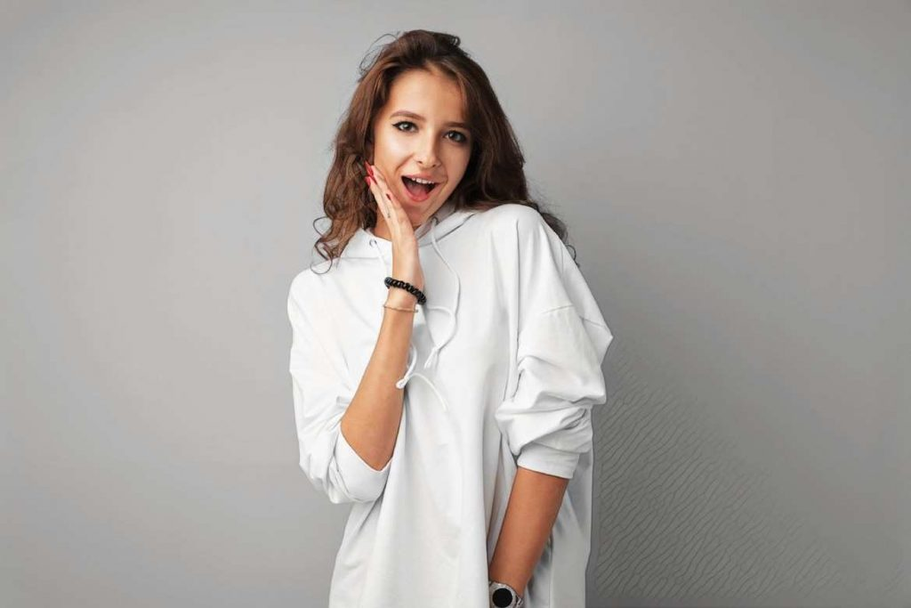 фото девушки с нормальной мимикой после ботулинотерапии