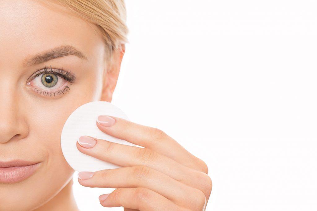 ватный диск на лице